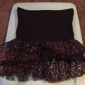 Free People One skirt extra small. Ruffle print.